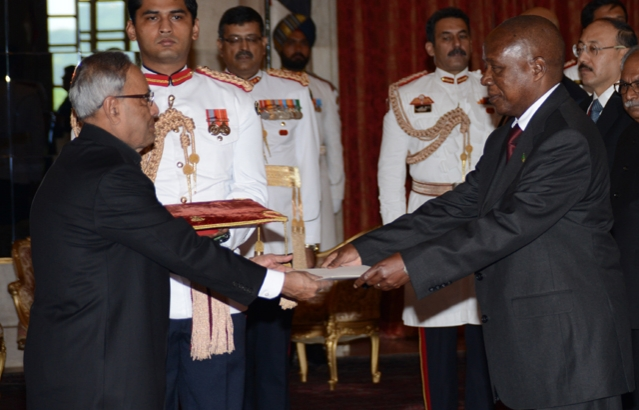 High Commissioner Brig. Gen. Patrick Romedyo Tembo (Rtd) presenting his credentials to President of India H.E. Mr. Pranab Mukherjee